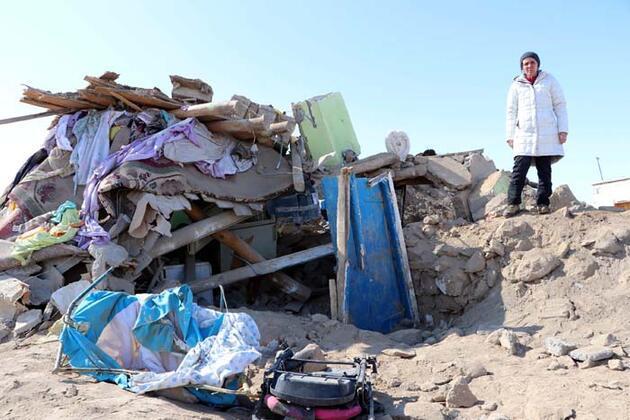 Van'da yıkılan evler çamur ve taştan yapılmış