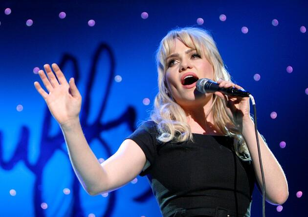 Şarkıcı Duffy'den şok açıklama: Tecavüze uğradım, uyuşturucu verildi ve rehin tutuldum