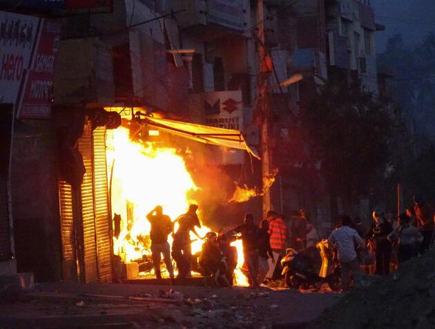 Hindistan'daki protestolarda ağır bilanço: 4 günde 20 kişi öldü