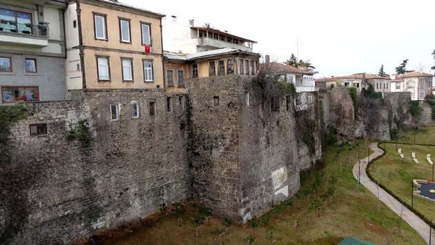 Trabzon Kalesi'nin surlarındaki yapılaşma engellenemiyor