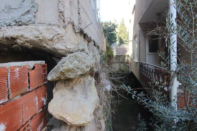 İstinat duvarının üzerine bina yaptılar
