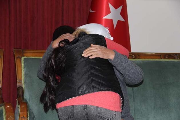 HDP önündeki 2 aile daha evladına kavuştu