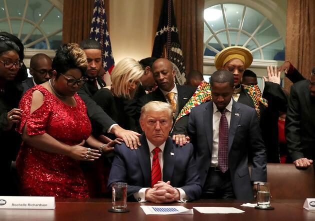 Trump'ın görüşmesine damga vuran anlar