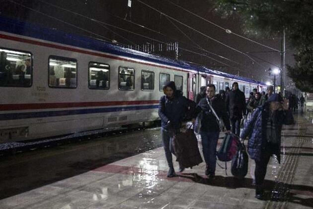 Göçmenler İstanbul'dan Edirne'ye trenle geldi