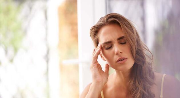 Uzmanı uyardı: Geçmeyen baş ağrılarının en büyük nedeni...