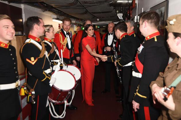 "Kraliyet çiftinin veda turu: ""Meghan'ın intikam elbisesi"""