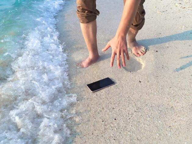 Suya düşen telefonu kurtarmak için... İşte adım adım yapmanız gerekenler