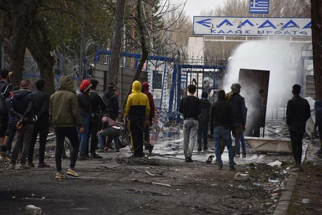 Yunanistan sınırda önlemleri artırıyor, göçmenlerin bekleyişi sürüyor