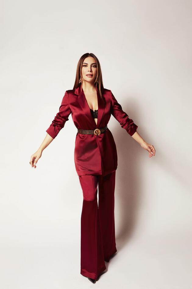 Ebru Yaşar, klibi için 5 kostüm giydi