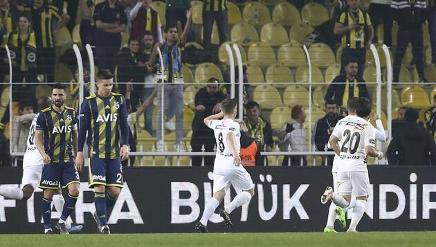 Fenerbahçe'de yeni hocayı bekleyen 5 büyük sorun!