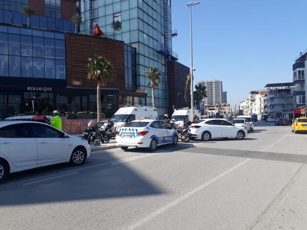 İzmir'deki bir AVM'de silah sesleri