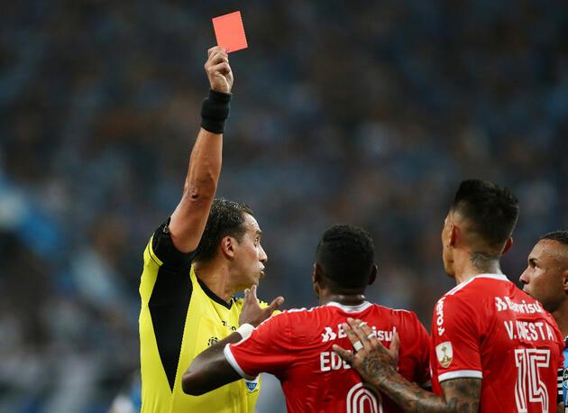 Derbi savaş alanına döndü! Tam 8 kırmızı kart