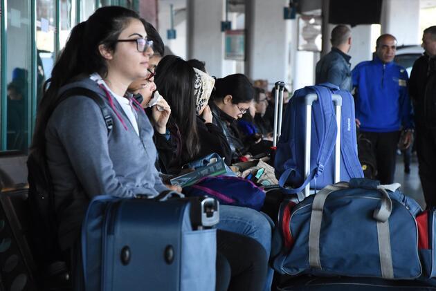 Koronavirüs tatili sebebiyle öğrenciler otogarlara akın etti
