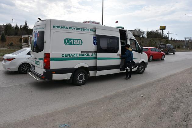 Otobüs bulamayan öğrenciler otostop çekti