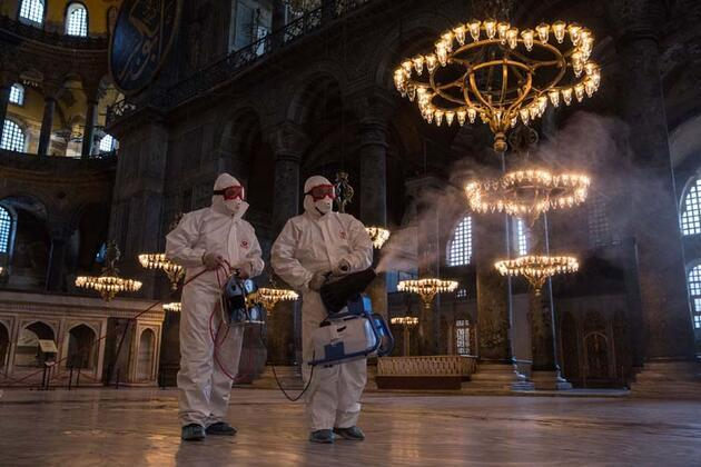 Ayasofya Müzesi'nde dezenfekte çalışması