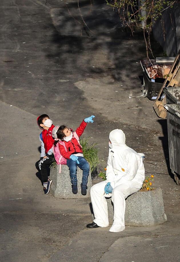Yurt dışından gelenleri taşıyan iki otobüs karantina yurduna geldi