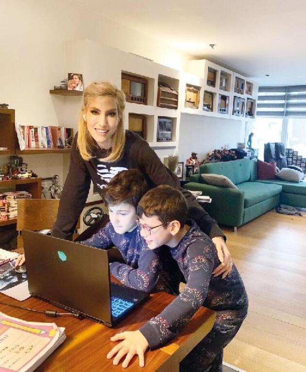 Online eğitim başladı... Ünlüler de derse girdi