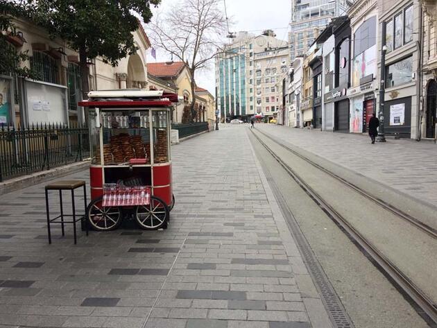 Taksim Meydanı ve İstiklal Caddesi boş kaldı; son simitçi de tezgahını kapatıyor