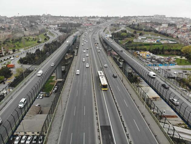 İstanbul'un en işlek semtlerinde koronavirüs sessizliği