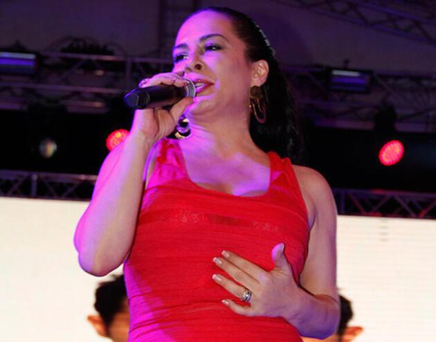 Ünlü şarkıcı Demet Sağıroğlu'na koronavirüs şoku!