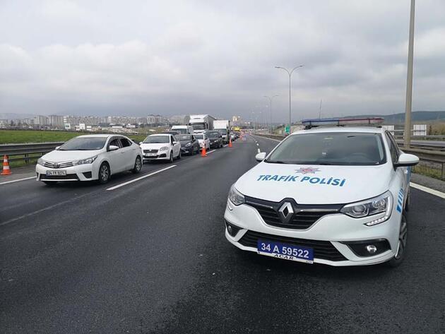 İstanbul'un giriş ve çıkışlarında kilometrelerde kuyruk oluştu