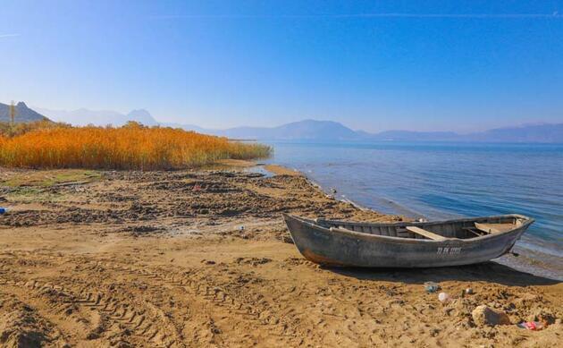 60 yılda, Van Gölü'nün üç katı göl kurudu