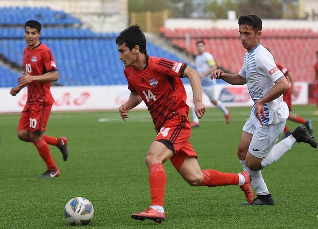 Tacikistan'da futbol sezonu açıldı
