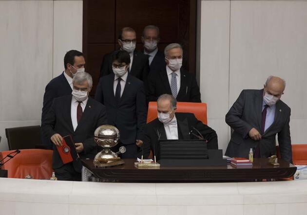 TBMM Genel Kurulu'nda milletvekilleri maske ile oturuma katıldı