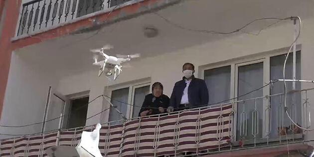 65 yaş üstü kişilere drone ile maske dağıtıldı