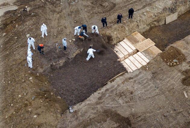 New York'ta ürküten 'toplu mezar' görüntüleri: Adalara gömüyorlar!