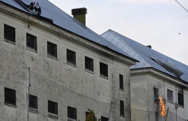 Arjantin'de ev hapsi isteyen mahkumlar ayaklandı