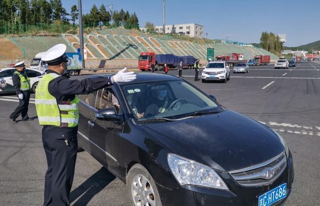 Çin yine başa döndü: Koronavirüs nedeniyle bir kent sınırlarını kapattı