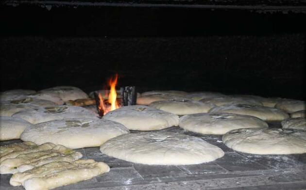 Bayatlamayan ekşi mayalı patatesli ekmeğe talep arttı