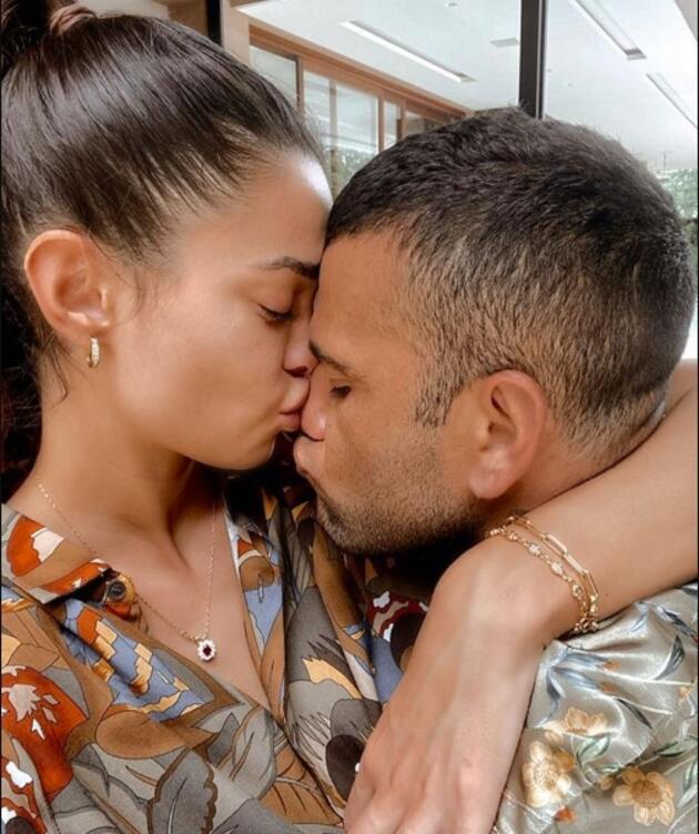 Dani Alves eşiyle böyle kutlama yaptı