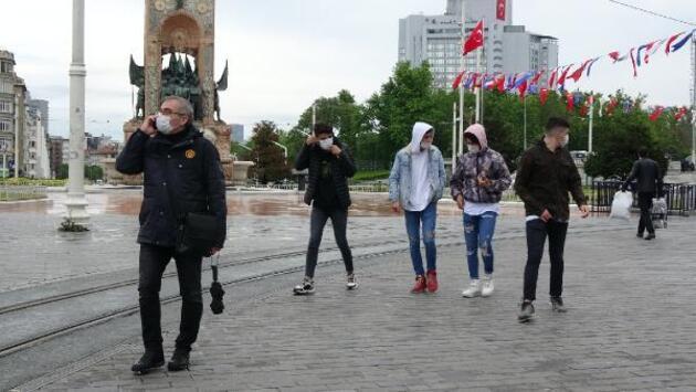 Sokağa çıkan gençler İstiklal Caddesi'nde dolaştı
