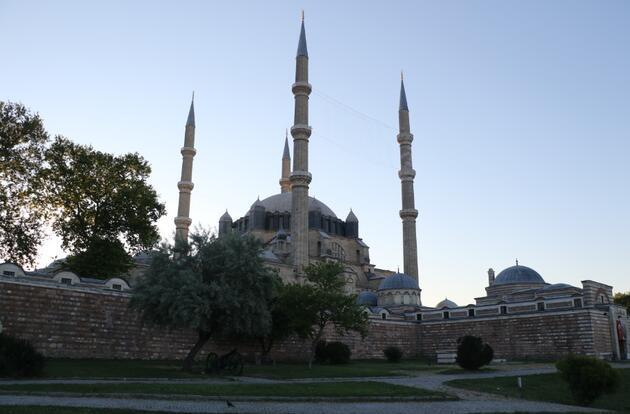 Bayram sabahı İstanbul: Bayram namazı saatinde camilerden tekbir sesleri yükseldi