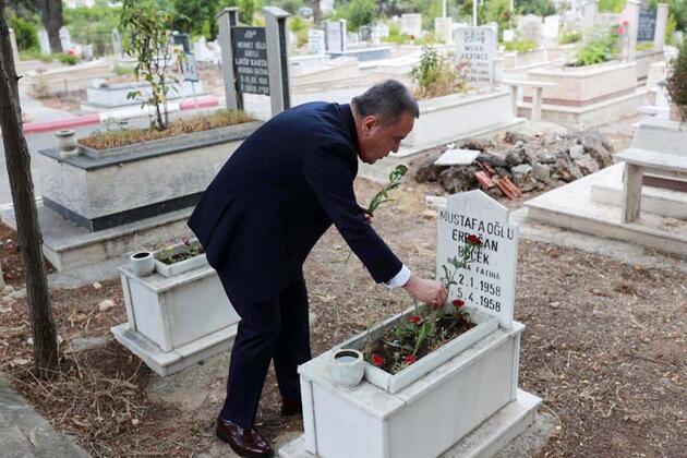 Başkan Böcek'in tepki çeken mezarlık ziyareti