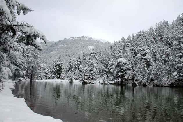 Limni Gölü beyaza büründü