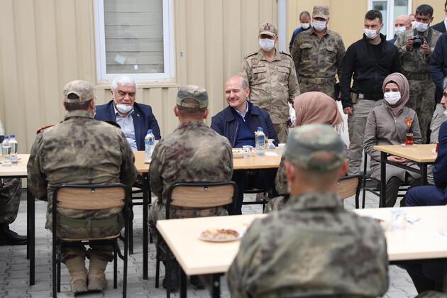 Bakan Soylu, asker ve polislerin bayramını kutladı