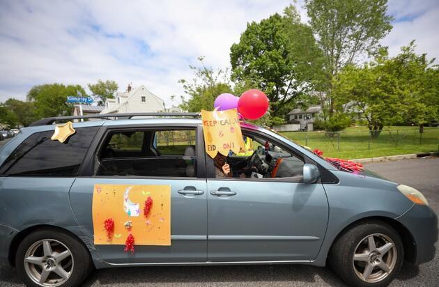 ABD'de Müslümanlar Covid-19 nedeniyle arabada bayramlaştı