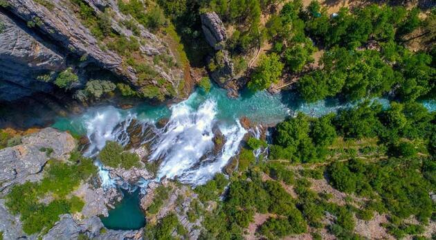 Dağın içinden çıkan 'gizemli güzellik'; Uçansu Şelalesi