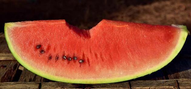 Böyle görünüyorsa sakın yemeyin! En iyi karpuzu seçmenin püf noktaları