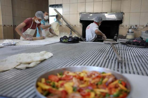 Gaziantep'te yasak bitti, tepsi yemeği ve lahmacuna ilgi arttı