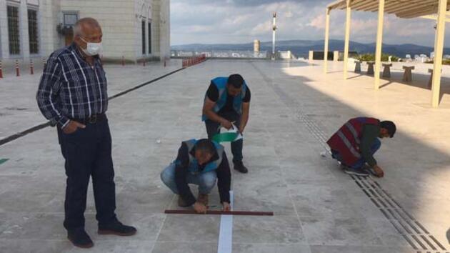 Çamlıca Camii Cuma namazına hazırlanıyor