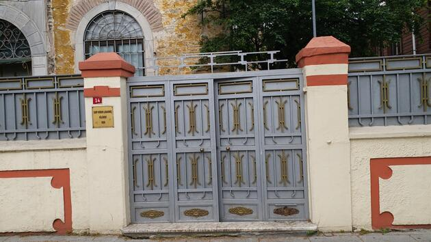 Kilisenin kapısındaki haçı söken kişi gözaltına alındı