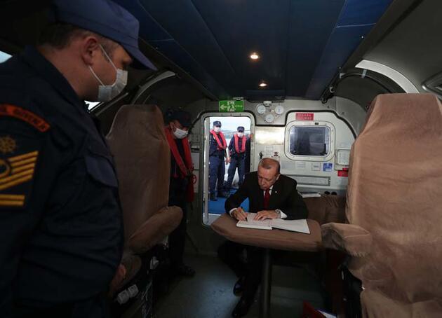"""Cumhurbaşkanı Erdoğan, """"Fatih"""" sondaj gemisini böyle uğurladı"""