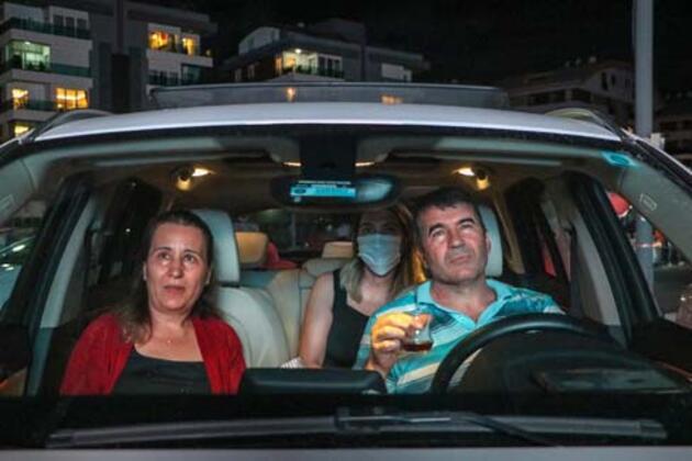 Antalya'da 'arabada açık hava sineması'