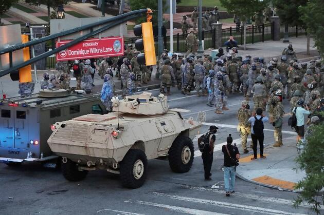 ABD'deki protestolara 'iç terör' diyen Trump, ağır silahlı askerleri görevlendirdi