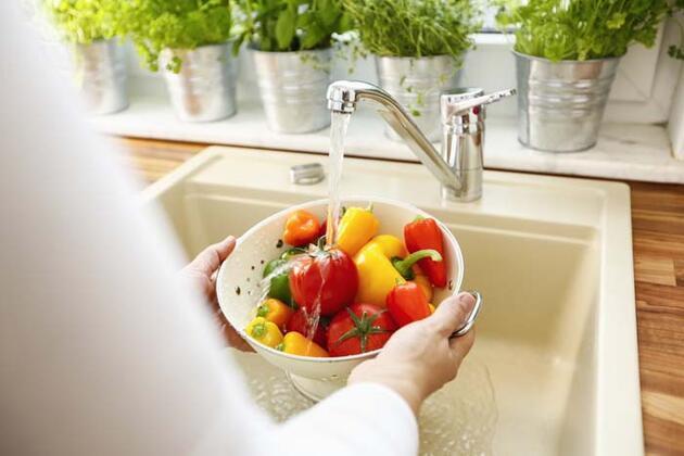 Koronavirüs günlerinde meyve ve sebzeler nasıl yıkanmalı?