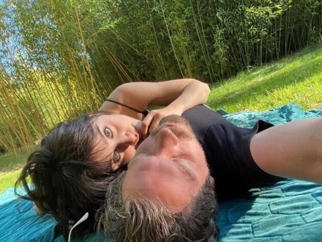 Zeynep Alkan'dan aşk pozu
